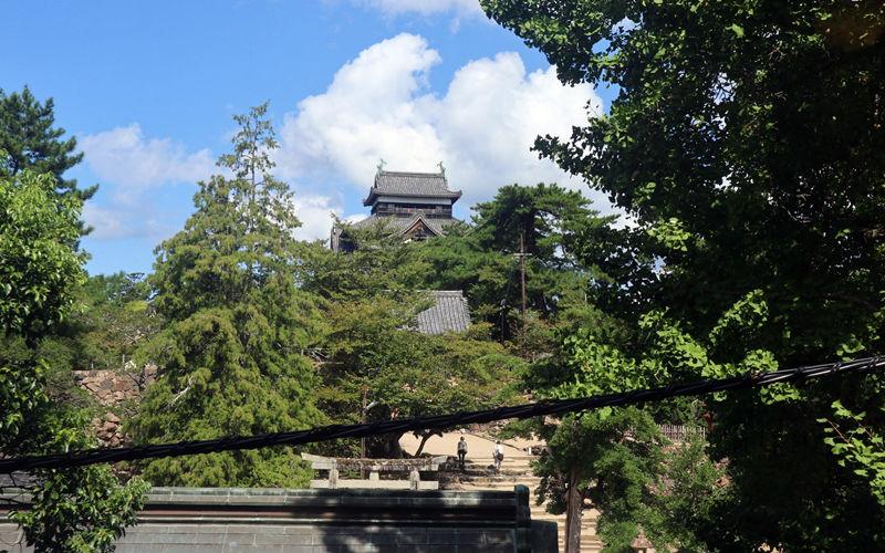 松江城天守と神社
