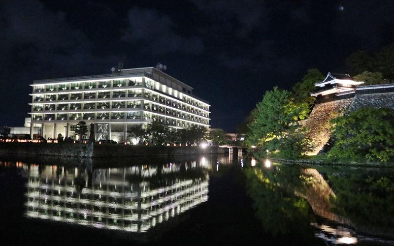 県庁のライトアップ
