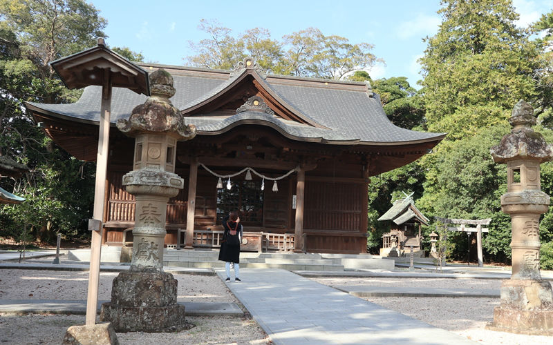 本殿と明治期の移築物