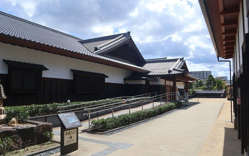 松江歴史館の入り口