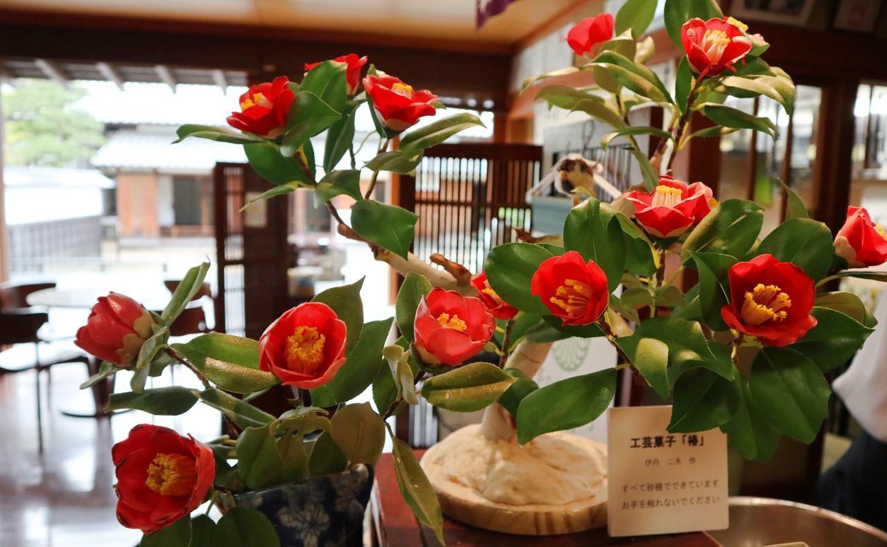 椿の工芸菓子